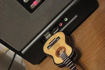 Clé USB guitare artisanale
