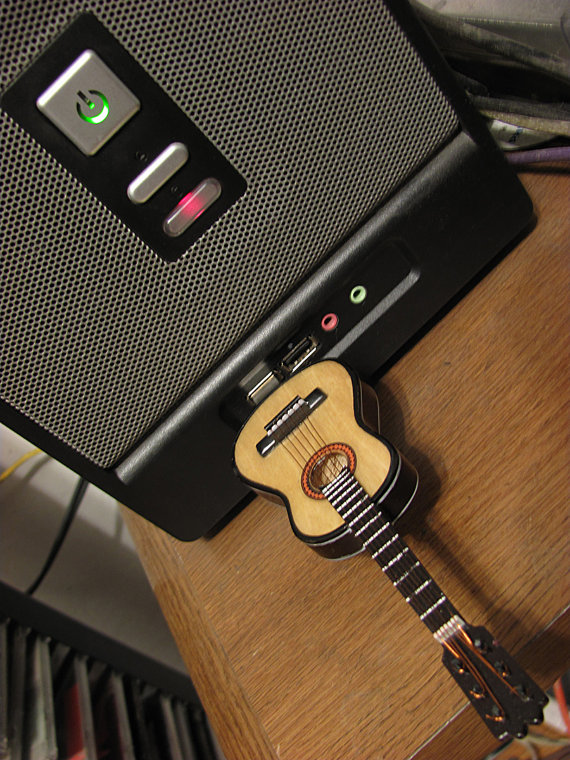 cl usb guitare artisanale guitare connect. Black Bedroom Furniture Sets. Home Design Ideas